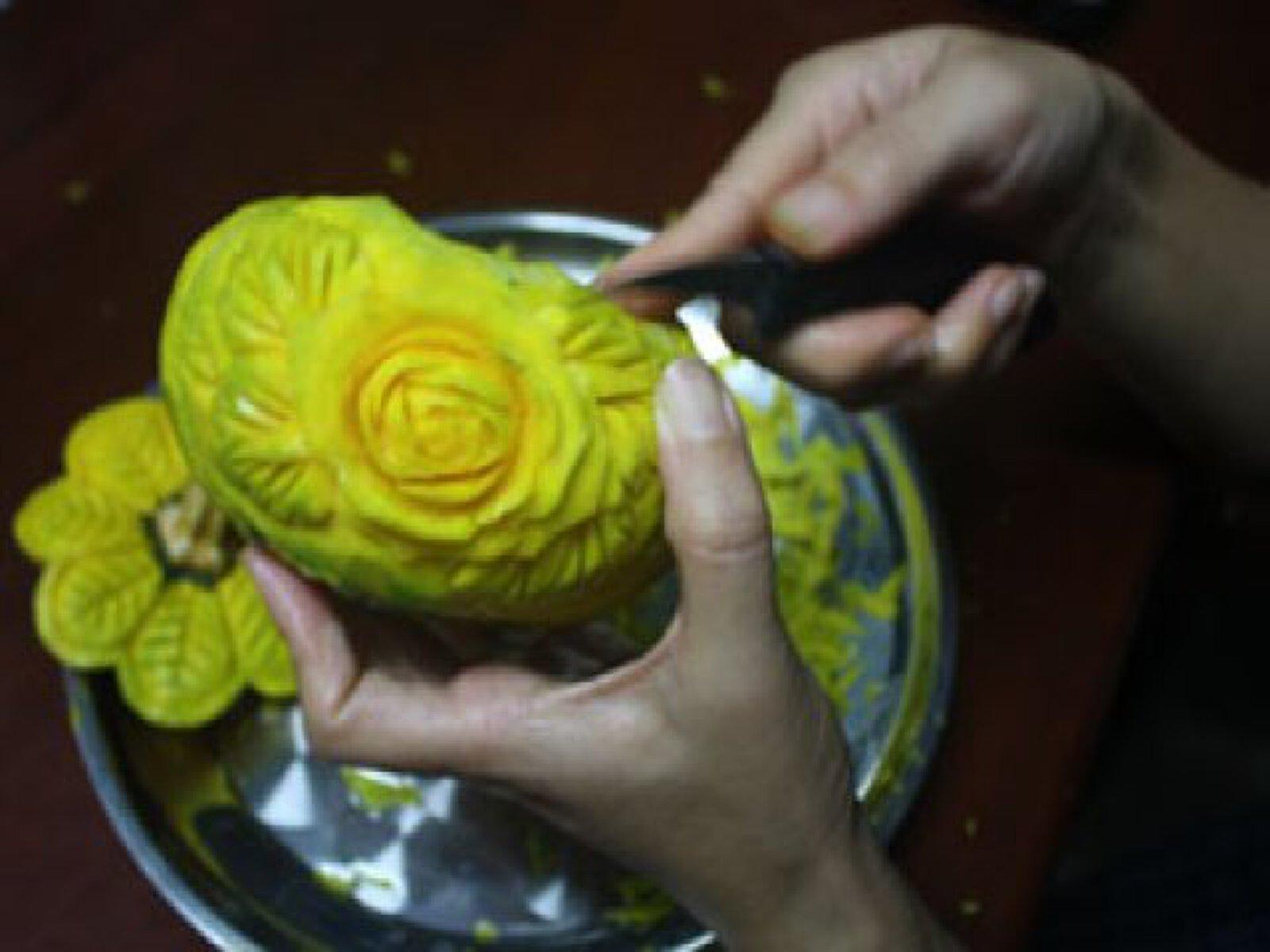 แกะสลักผัก-ผลไม้อนุรักษ์ความเป็นไทย-ใจเย็น