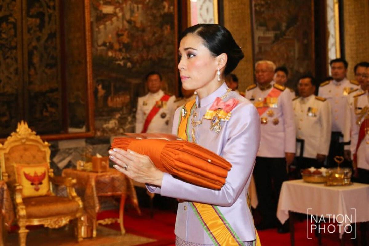 ในหลวง โปรดเกล้าฯ พระราชินี เสด็จฯ แทนพระองค์ ถวายผ้าพระกฐิน