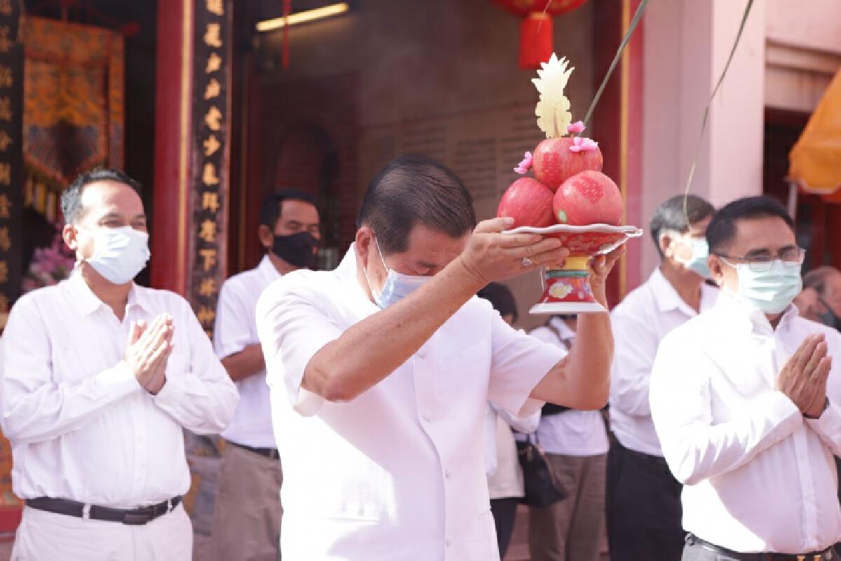 """""""นิพนธ์ """"นำ คนไทยเชื้อสายจีนสงขลา สักการะศาลหลักเมืองสงขลา เนื่องในเทศกาลตรุษจีน 2564"""