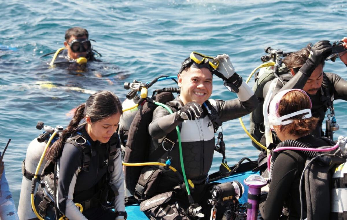 """""""วราวุธ"""" มอบปะการังเทียมให้กับเครือข่ายชุมชน มั่นใจชุมชนคือกำลังสำคัญ"""