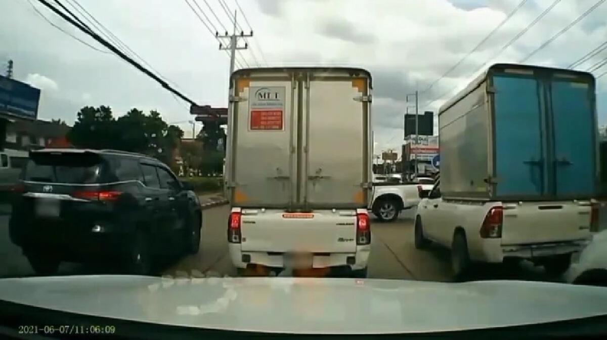 คลิประทึก รถบรรทุกเบรกแตกพุ่งชนดะหลายคัน เจ็บระนาว