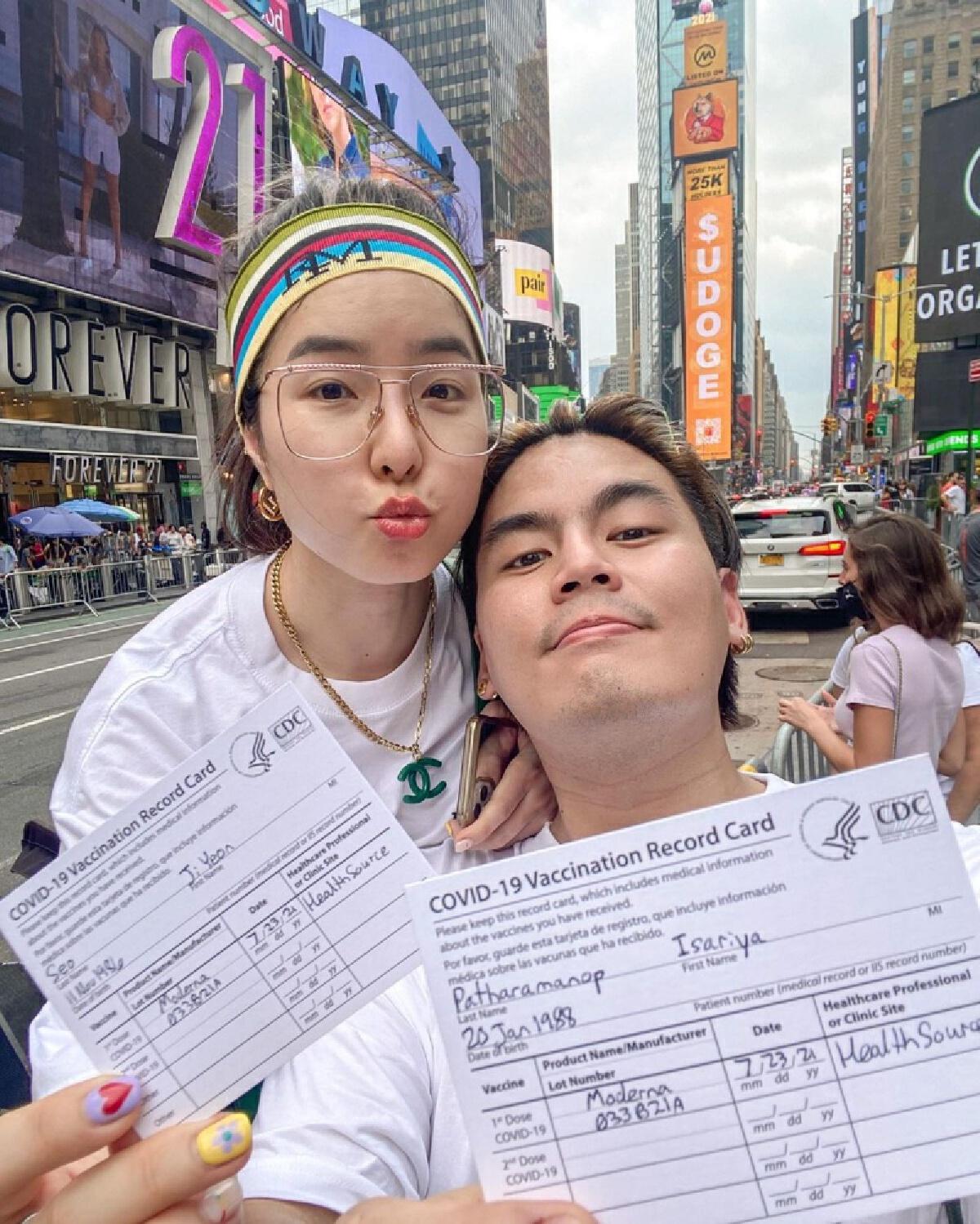 """เหน็บ""""จียอน""""รีวิว ฉีดวัคซีน ณ อเมริกา พร้อมชี้""""ใครอยากบินมาฉีด"""""""