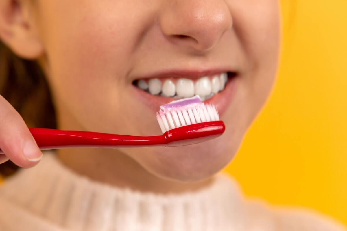 """รู้จักเคล็ดลับ 2-2-2 """"เลี้ยงลูก"""" ให้มีสุขภาพฟันดี"""