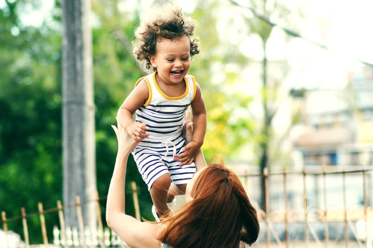 """5 วิธี""""เลี้ยงลูก""""จิตใจแข็งแรงวันนี้ ดีกว่าซ่อมตอนเป็นผู้ใหญ่"""
