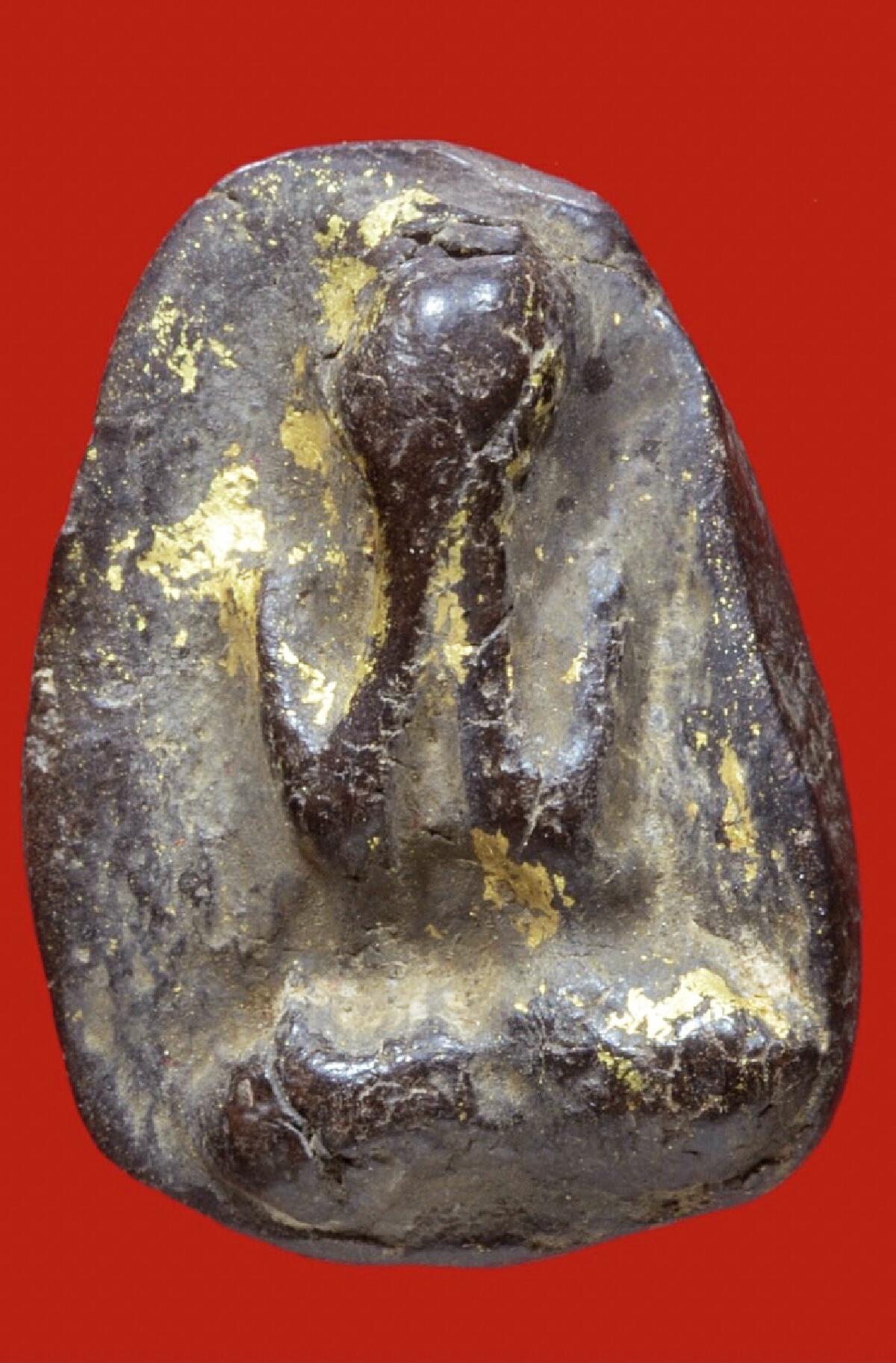 พระปิดตา หลวงปู่ไข่  วัดเชิงเลน เนื้อผงปิดทองคำเปลว สภาพสวย ผิวเดิม
