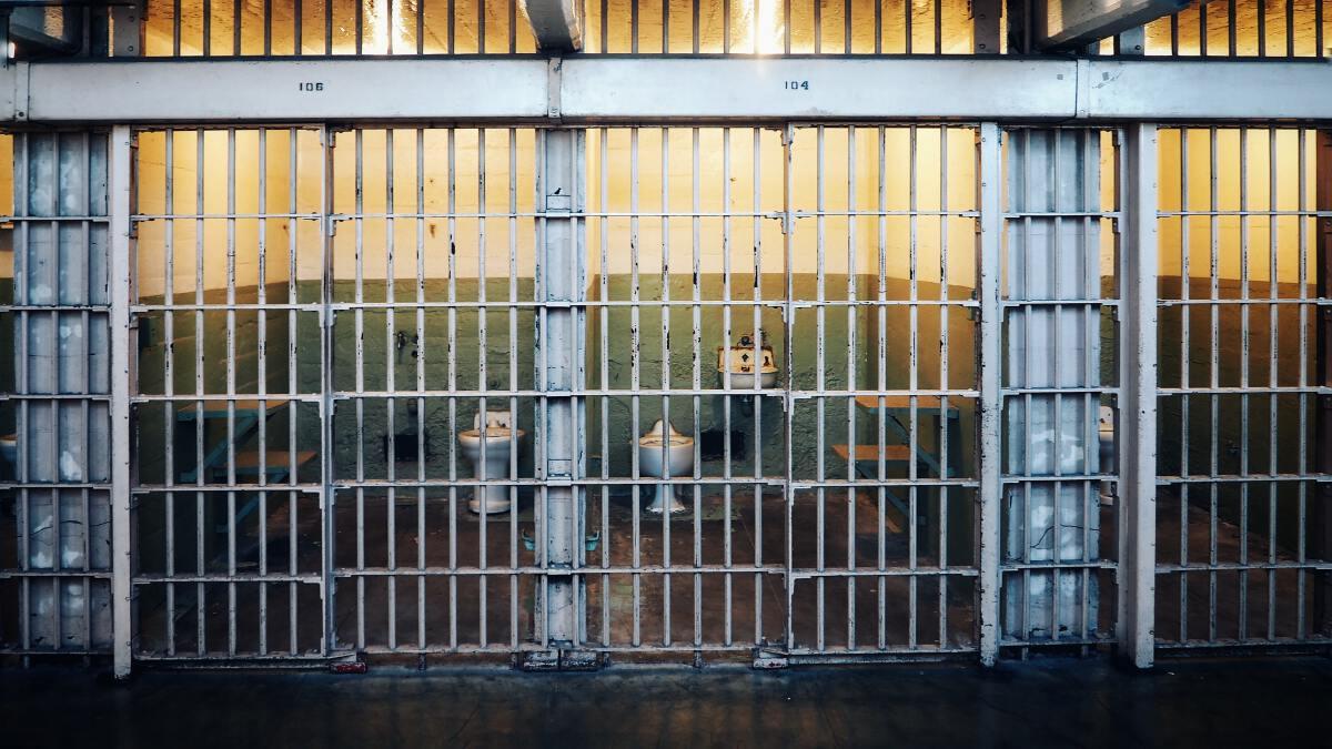 """แม้จะเคยเป็น """"นักโทษ"""" แต่เชื่อว่านักโทษจะผันตัวเป็นดอกเตอร์ได้"""