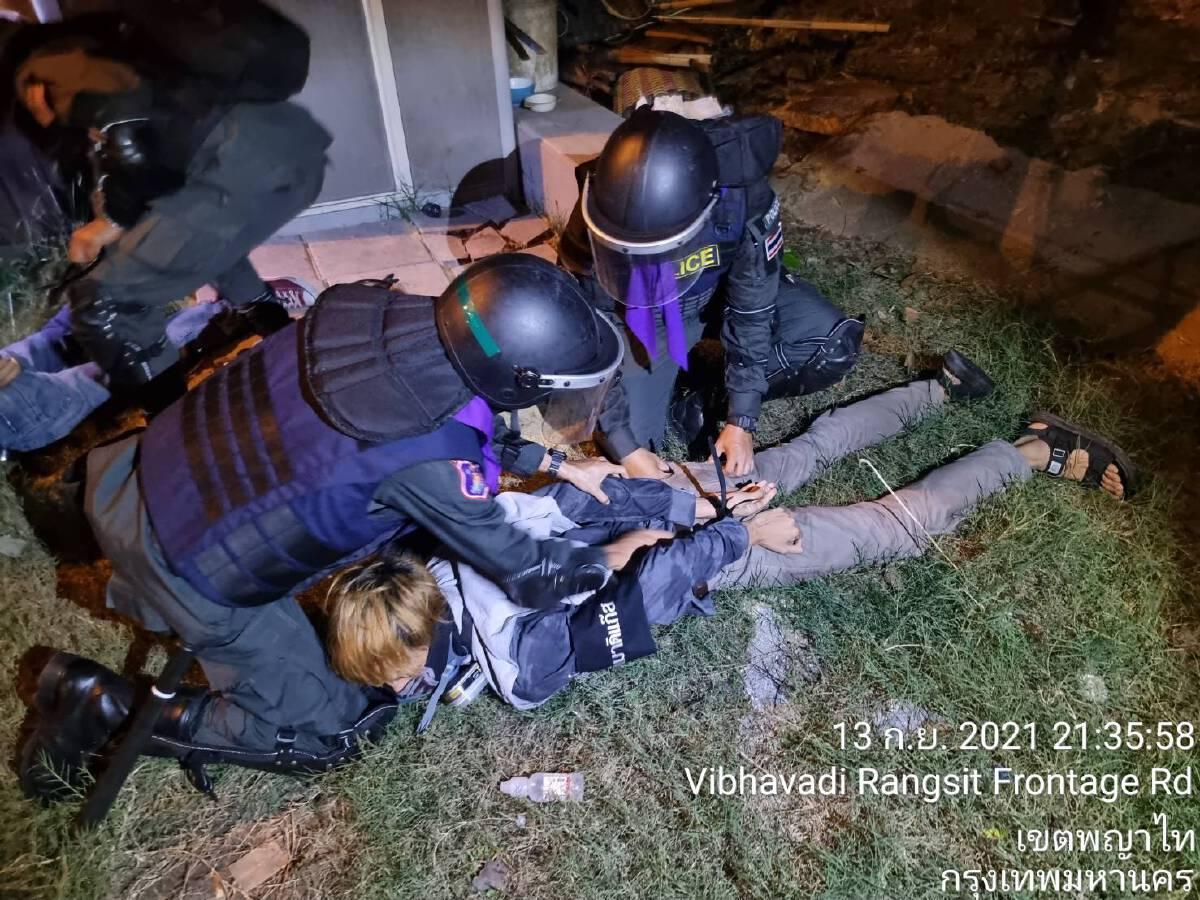 """จับแล้ว 11 """"ทะลุแก๊ส"""" ตำรวจแจ้งข้อหาหนัก วางเพลิงเผาทรัพย์ พกพาอาวุธ"""