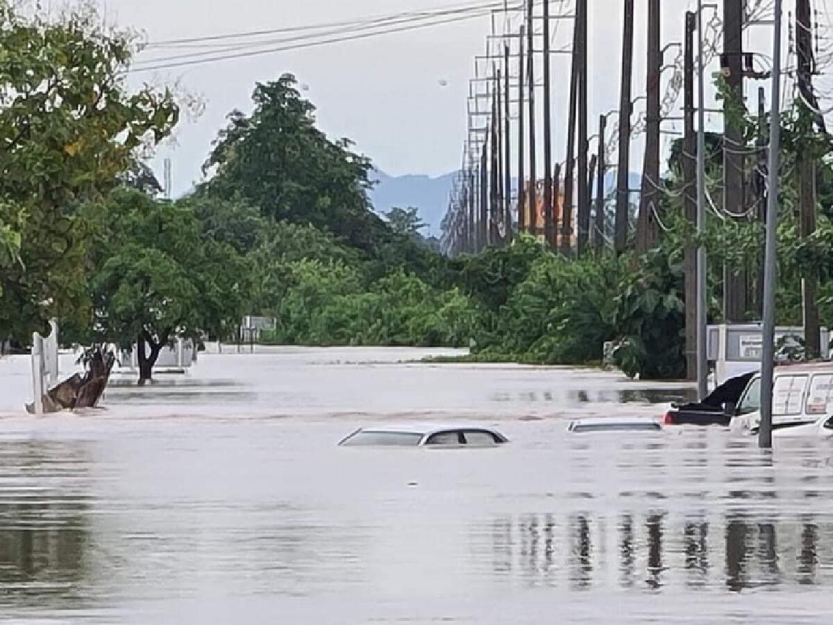 """""""น้ำท่วม"""" หลายพื้นที่ ประสบการณ์10 ปี ช่วยไม่ได้"""