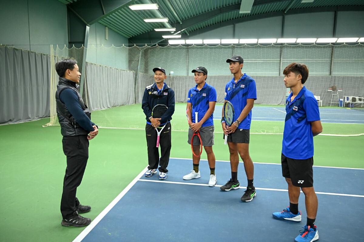 """""""เทนนิสทีมชาติไทย"""" กำลังใจมา เอกอัครราชทูตเยี่ยมซ้อม เชียร์สู้เพื่อชาติ"""