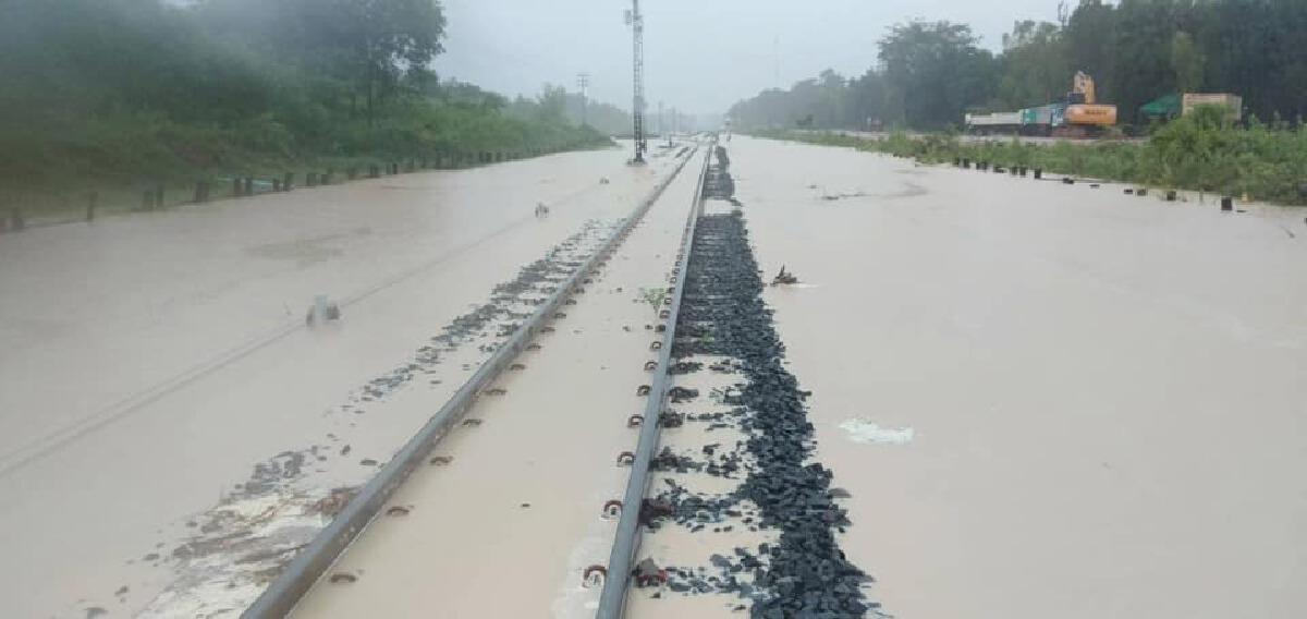 """ด่วน """"น้ำท่วม"""" หนัก """"การรถไฟฯ"""" แจ้ง งดเดินรถสายอิสาน ตั้งแต่วันนี้เป็นต้นไป"""