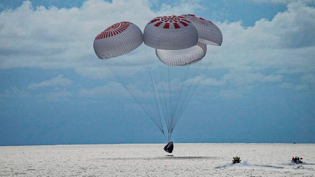 """SpaceX"" พลเรือน 4 คนทำลายสถิติกับการขึ้นสู่อวกาศถึง 560 กิโลเมตร"