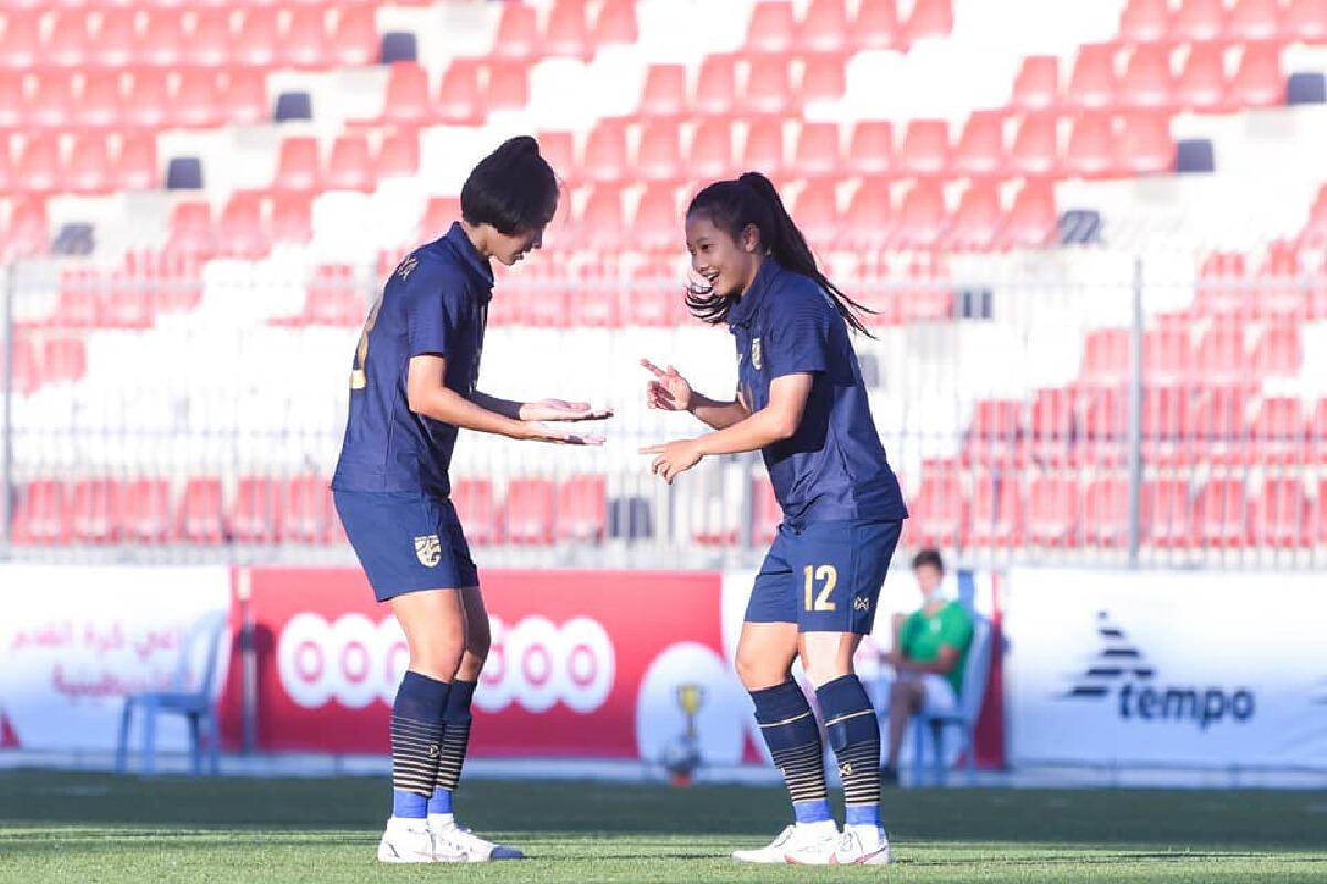 """แข้งดาวรุ่ง """"ฟุตบอลหญิงทีมชาติไทย """" เริงร่ายิง 2 ลูก พาไทยอัดปาเลสไตน์ยับ"""