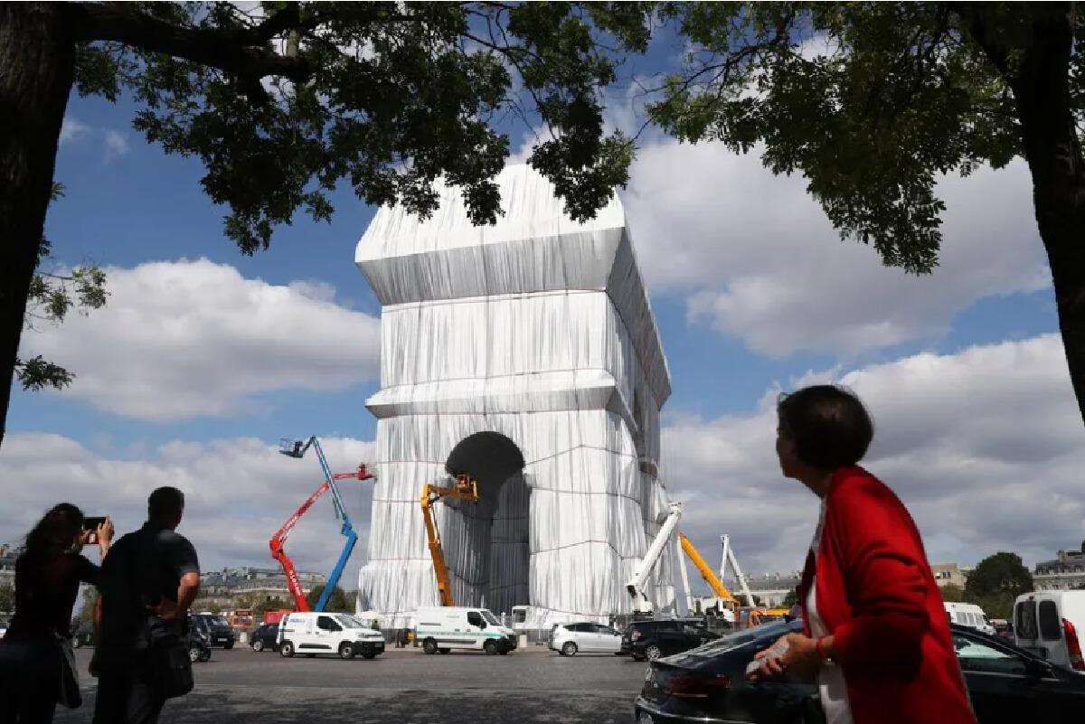 """ห่อ """"ประตูชัย"""" ฝรั่งเศส สร้างศิลปะระดับโลกจากเงินทุนของศิลปินเอง"""
