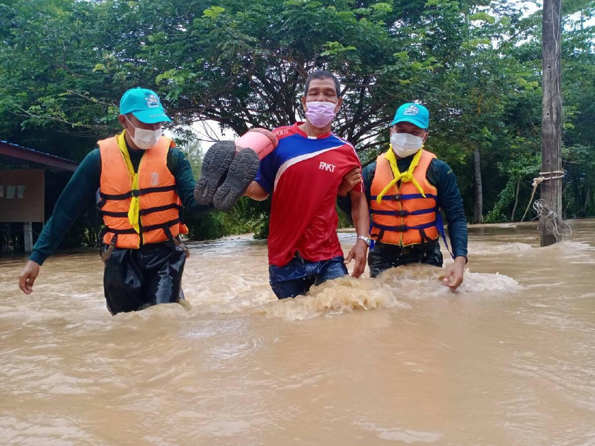 """กลาโหม-มหาดไทย ระดมกำลัง รับมือน้ำท่วม จากฤทธิ์พายุ """"โกนเซิน"""""""