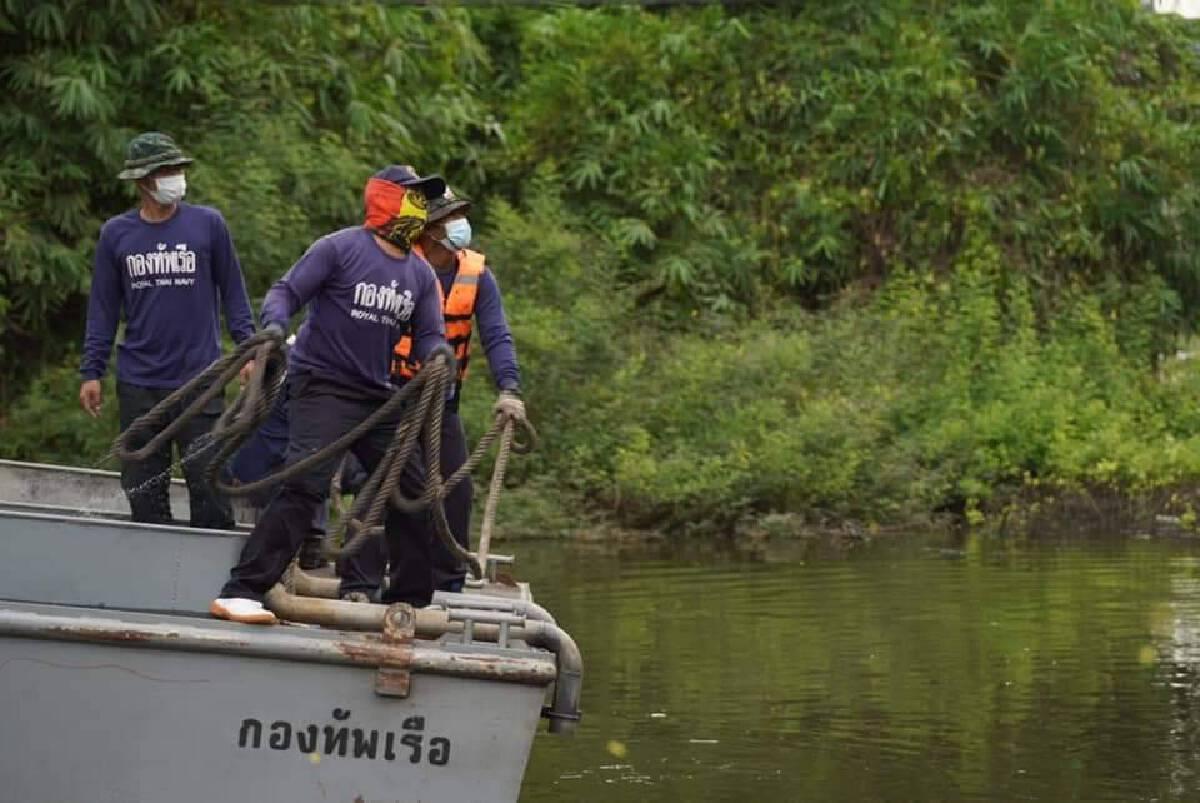 กองทัพเรือ ส่งเรือผลักดันน้ำ 16 ลำ เร่งระบายน้ำท่วม สมุทรปราการ