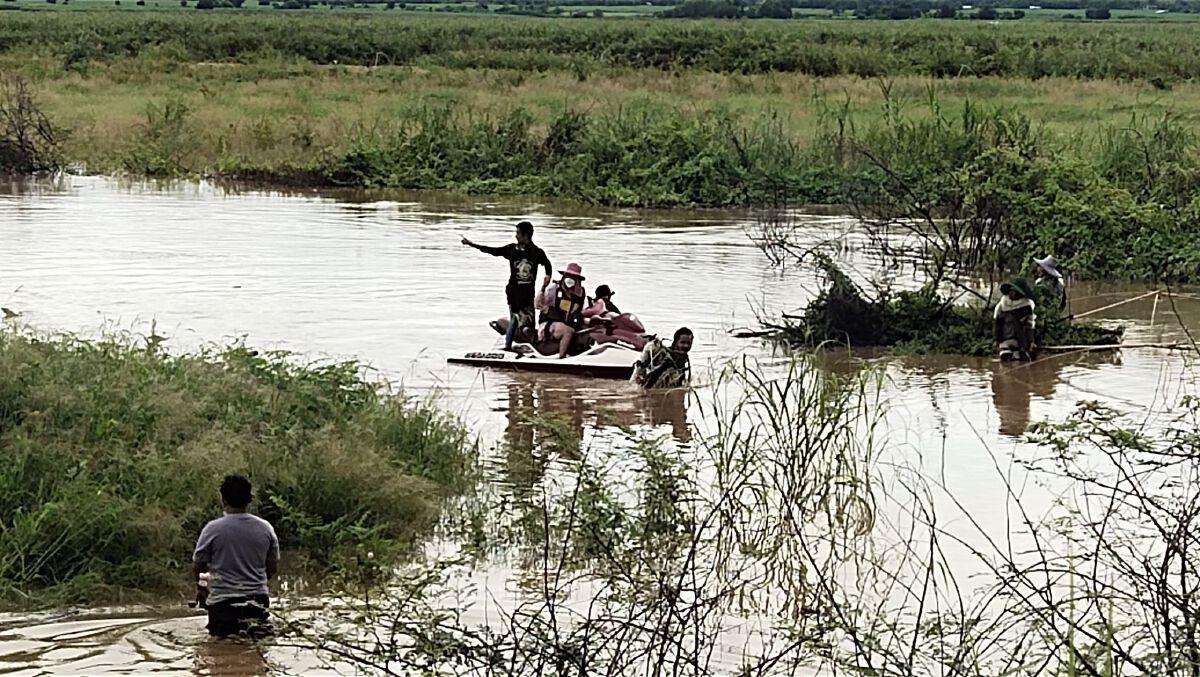 """ลุงหลานชาวสุพรรณบุรี ถูกน้ำพัด """"จมน้ำดับ"""" ทั้งคู่"""