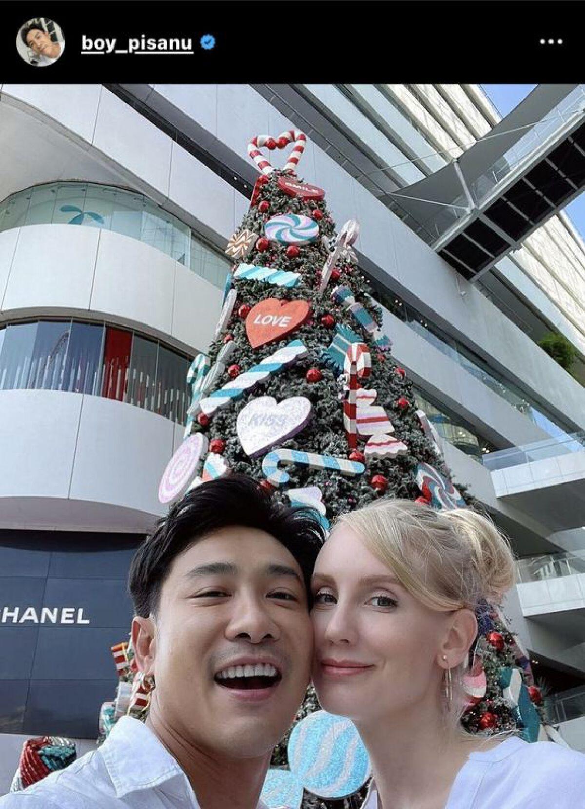 """หวานไม่เสื่อมคลาย """"บอย พิษณุ"""" ครบรอบแต่งงานภรรยาที่ไทย 2 ปี"""