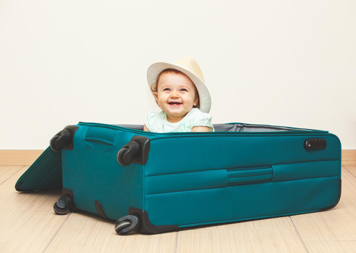 """พาลูกเล็กขึ้น """"เครื่องบิน"""" ต้องเตรียมอะไร ให้ปลอดภัยเดินทางราบรื่น"""
