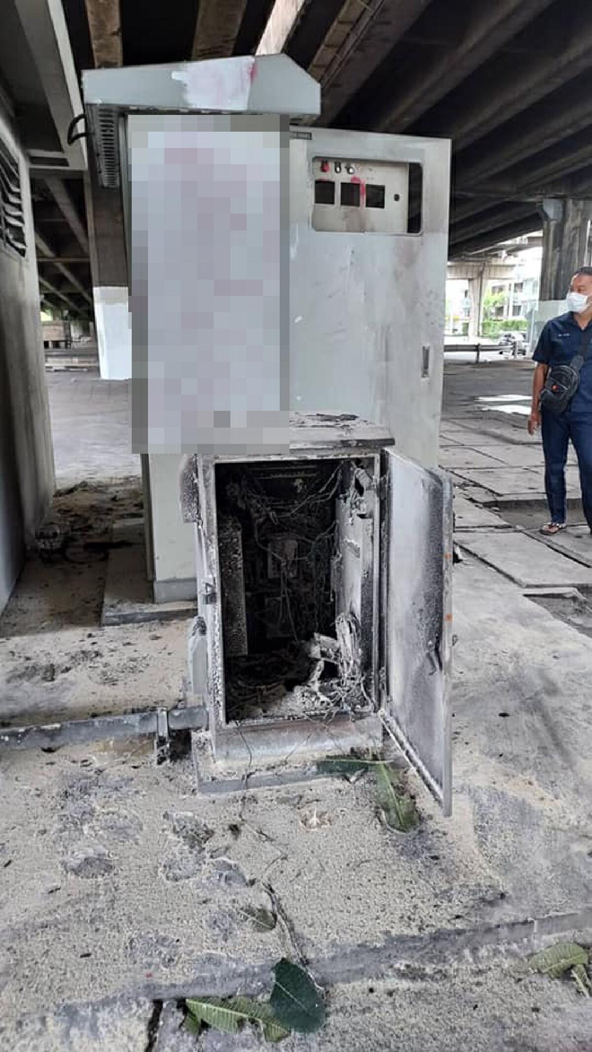 """ม็อบเผาทำลายตู้ควบคุมอุโมงค์ใต้ดิน""""แยกดินแดง""""หวั่นเกิดอุบัติเหตุ"""