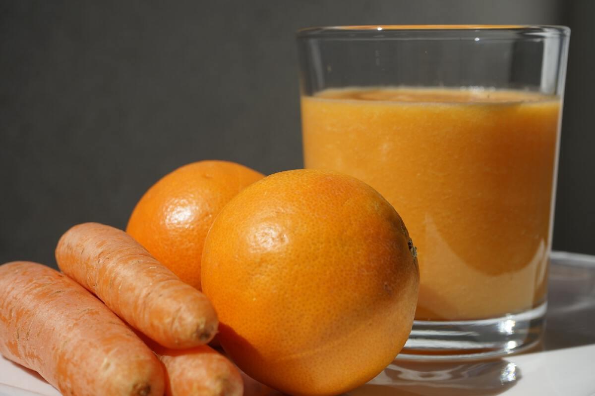 """ผู้หญิงควรเติม """"วิตามินซี"""" ด้วย ส้ม หรือ ฝรั่งดี"""