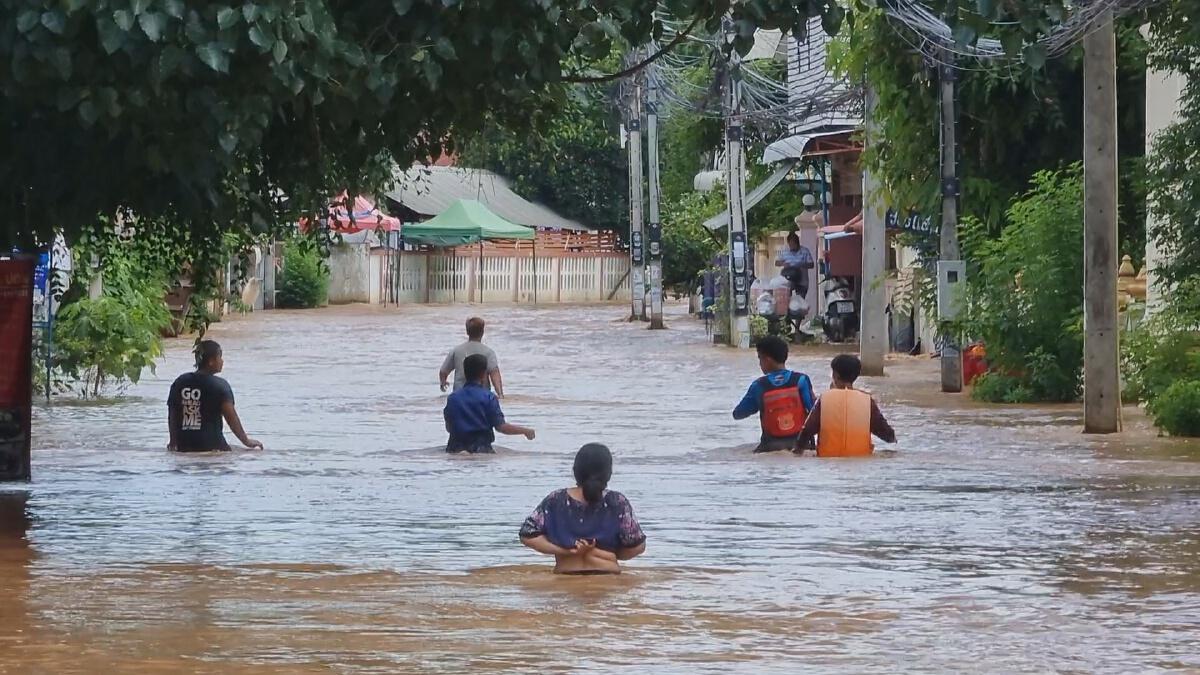 """""""น้ำท่วม""""เขตเทศบาลเมืองหล่มสัก ขยายเข้าย่านเศรษฐกิจ"""