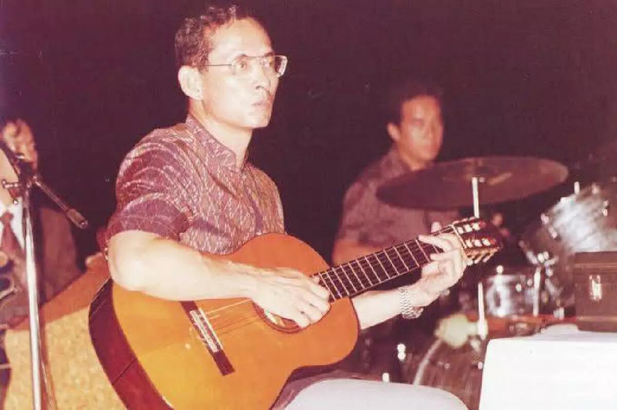 เปิด 10 บทเพลง จากศิลปินไทย ถวายความอาลัย ในหลวงรัชกาลที่ 9