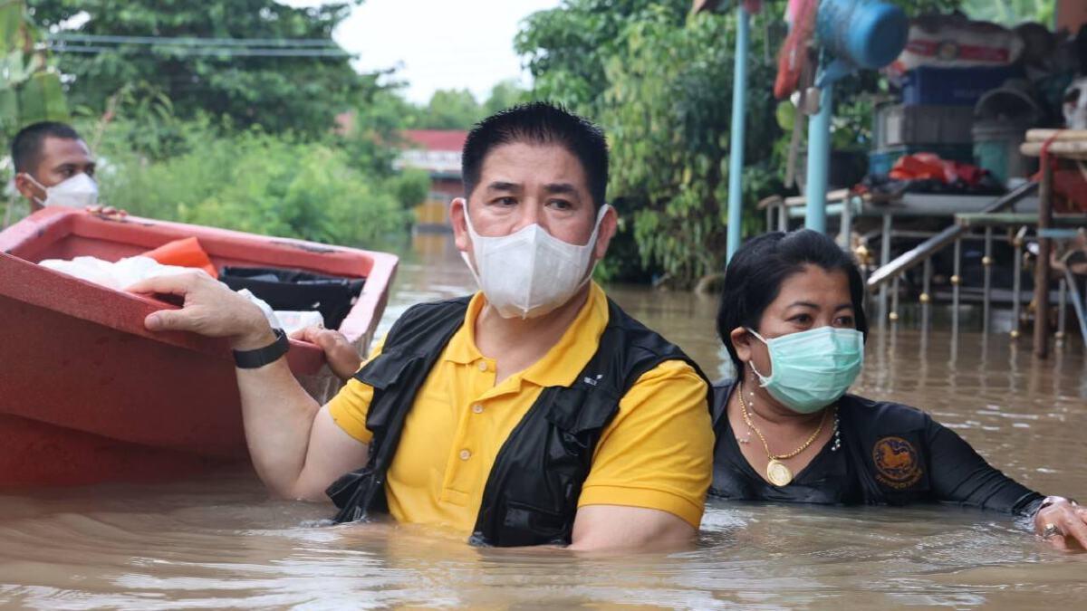 ร.อ.ธรรมนัส พรหมเผ่า เลขาธิการพรรคพลังประชารัฐ ลงพื้นที่ช่วยเหลือผู้ประสบภัยน้ำท่วม จ.พระนครศรีอยุธยา