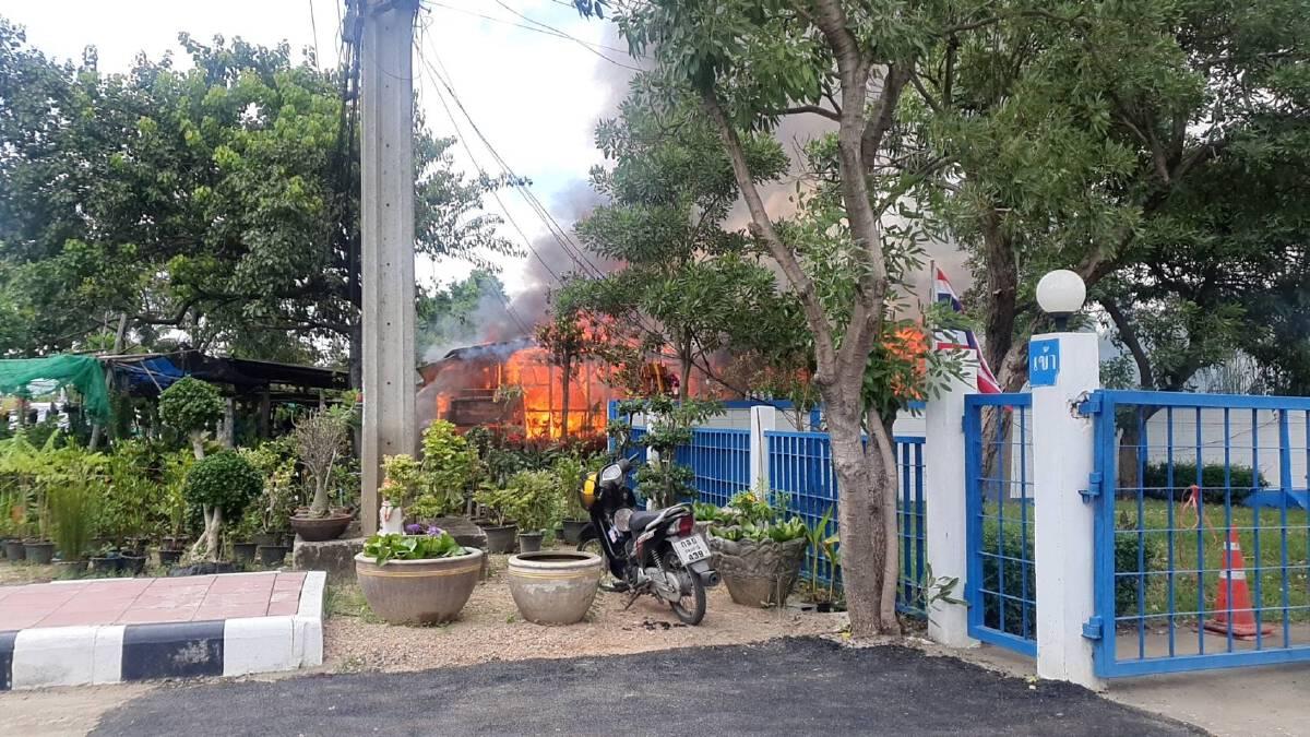 """แตกตื่น """"ไฟไหม้"""" บ้านข้างการประปาปทุมฯ ผู้ใช้บริการ จ่ายค่าน้ำไป ลุ้นไป"""