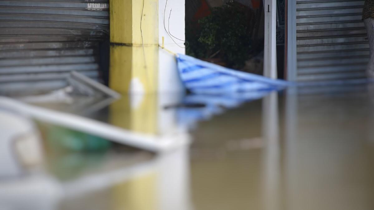 """เศร้า .. พบชายเสียชีวิต คว่ำหน้า ใน """"น้ำท่วม"""" จ.จันทบุรี"""