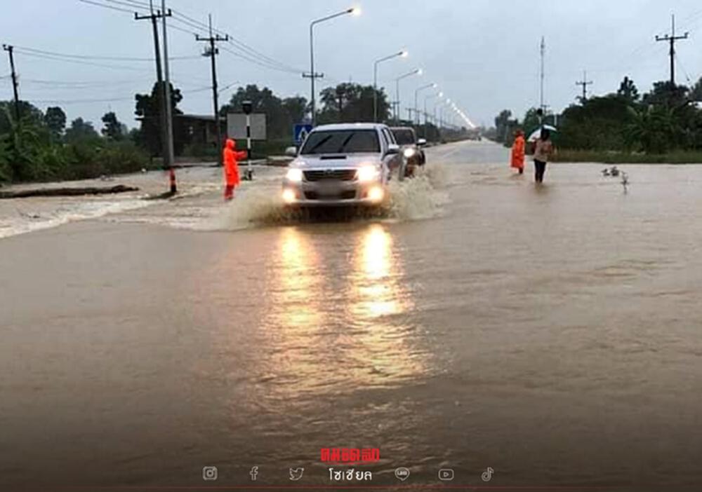 """""""น้ำท่วม 2564"""" กรมทางหลวง อัปเดตล่าสุด 11 จว. รถผ่านไม่ได้ เช็คด่วนที่ไหนบ้าง"""